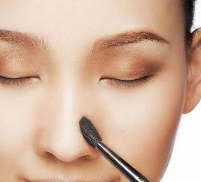 Có cách nào khắc phục việc mũi em bị bong và da đầu mũi mỏng dần
